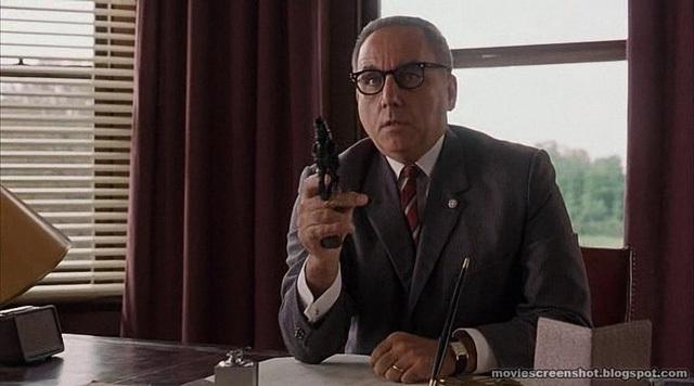 Không còn lựa chọn nào khác, Norton tự sát trong văn phòng