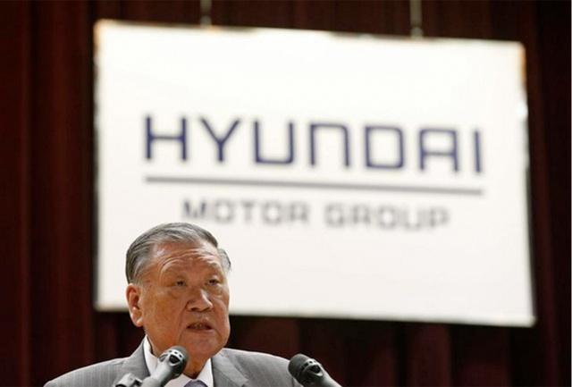 Chủ tịch hiện tại của Hyundai Kia, ông Chung Mong-Koo là con trai thứ ba của nhà sáng lập Chung Ju-yung.