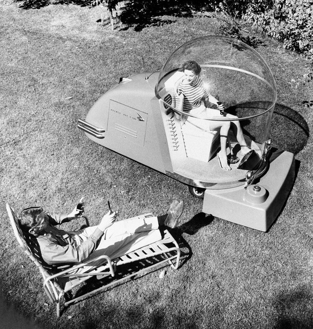 Máy cắt cỏ thời xưa?