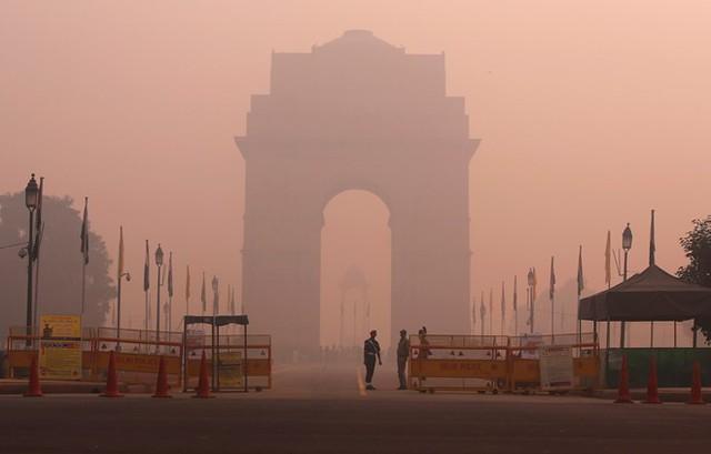 New York Times cho biết sống trong tình trạng ô nhiễm không khí hiện tại ở thủ đô Ấn Độ tương đương với việc hút 40 điếu thuốc một ngày.