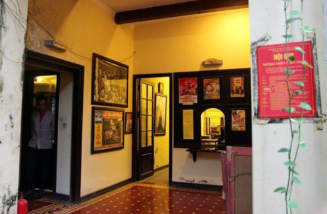 Hanoi Cinematheque không bán vé mà hoạt động nhờ sự đóng góp tự nguyện của khán giả và sự hỗ trợ của một vài trung tâm văn hóa và đại sứ quán nước ngoài tại Việt Nam