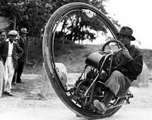 Xe mô tô 1 bánh