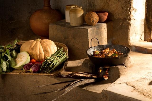 Thông điệp quảng bá rất ấn tượng: Cà ri, cá kho được nấu chín bằng những nồi gang luôn mang đến hương vị tuyệt vời.
