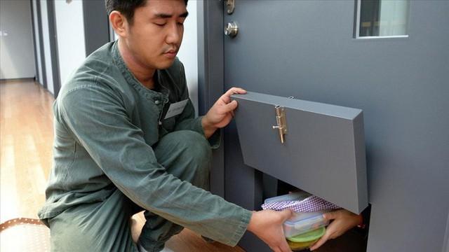 Dịch vụ siêu lạ tại Hàn Quốc: Khi con người ta trả tiền triệu để được... đi tù - Ảnh 3.