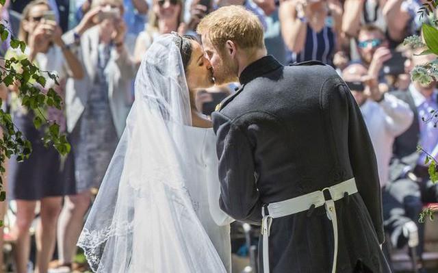 Đây là những điều Meghan Markle phải từ bỏ để kết hôn với hoàng tử Harry