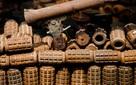 Từ những mảnh bom mìn chiến tranh, cô gái người Anh đã gây dựng startup chế tác đồ trang sức độc đáo và đầy nhân văn