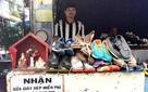 Món quà của người thợ sửa giày bên đường khiến cụ ông rơi nước mắt