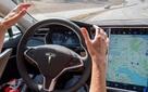 Xem video xe Tesla biểu diễn kĩ năng lái xe tự động, rẽ điêu luyện hơn cả người thật trên vòng cung đường cao tốc