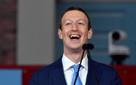 33 tuổi, Mark Zuckerberg đang nắm trong tay khối tài sản bằng lúc Warren Buffett kiếm được năm 80 tuổi