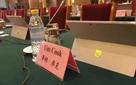 Bức ảnh đắt giá: Đi dự hội thảo ở Trung Quốc, CEO Apple bị bắt dùng máy tính Surface của đối thủ Microsoft?