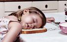 """Thói quen ăn uống là """"kẻ đánh cắp giấc ngủ"""": Nếu biết cách, bạn sẽ không phải trằn trọc hàng đêm"""