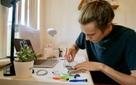 Hai thanh niên này đều kiếm được hơn 20 ngàn USD trong hè nhờ… sửa iPhone