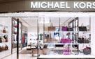 Kinh doanh ế ẩm, phải đóng cả trăm cửa hàng, Michael Kors vẫn 'liều' thâu tóm Jimmy Choo với giá hơn 1 tỷ USD