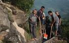 Người đàn ông bền bỉ suốt 36 năm đào kênh qua núi dẫn nước về cho dân làng