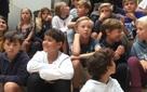 Thăm trường học không so sánh điểm, học sinh ra vào lớp thoải mái