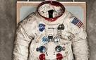 Chắc là bạn chưa biết: Bộ đồ du hành vũ trụ của Neil Armstrong được chế tạo ở... xưởng sản xuất đồ lót phụ nữ