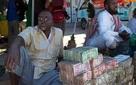 Quốc gia nghèo đến mức người dân chẳng có gì ngoài tiền, đành phải bán tiền để kiếm sống