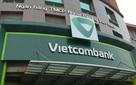 """Khách kêu """"bỗng dưng mất tiền"""": Học Sacombank, Vietcombank hoàn lại 30 triệu đồng cho khách trước, điều tra sau"""