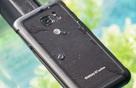 """Điện thoại siêu chống nước của Samsung... """"chết đuối"""" khi nhúng thử vào chậu nước"""