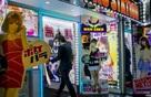 Câu chuyện về những bà mẹ Nhật chấp nhận làm gái mại dâm để con được học hành