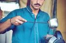Hot boy bán trà trở thành người mẫu nhờ nổi tiếng mạng