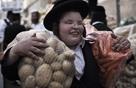 Trong khi bố mẹ Việt dùng Ipad dỗ con thì người Do Thái lại có cách thông minh hơn để dạy chúng về tiền bạc