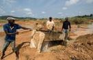 Nghề 'săn' kim cương ở châu Phi