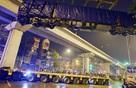 2 giờ cẩu thành công đầu tàu 35 tấn lên đường sắt trên cao