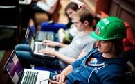 Tỷ phú công nghệ toàn bỏ học: Có phải nên quăng bằng IT vào sọt rác?