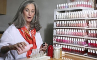 Chuyện về người sáng lập hãng sơn móng tay được nữ hoàng Anh mê mẩn