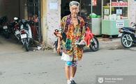 """Cụ ông 92 tuổi bán vé số """"chất"""" nhất Châu Đốc: mặc style màu mè, """"bắn"""" cả tiếng Anh tiếng Pháp"""