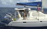 Du lịch 17 nước, lênh đênh trên biển quanh năm, làm thế nào cặp vợ chồng này vẫn có thu nhập triệu đô?