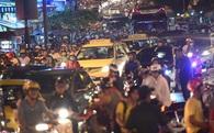 Nhiều tuyến đường kẹt cứng sau cơn mưa chiều ở Sài Gòn