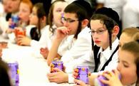 Chỉ từ việc bán nem rán, người Do Thái đã dạy con tự lập, giao tiếp, ứng xử trong cuộc sống thành công thế này đây