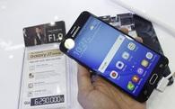 """Mở bán smartphone Samsung giá 6,3 triệu cạnh tranh """"chuyên gia selfie"""" của Sơn Tùng M-TP"""