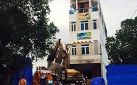 Nhà 2 tầng đang xây ở Sài Gòn đổ sập lúc rạng sáng