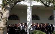 Obama ngược xuôi an ủi nhân viên Nhà Trắng sau cú sốc Trump