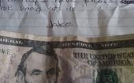 Ăn trộm chiếc chuông gió, kẻ cắp bất ngờ trả lại đồ kèm theo tiền bồi thường cho nạn nhân