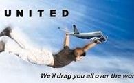 Không chỉ bị phản đối dữ dội, United Airlines còn hứng chịu cơn mưa ảnh chế sau bê bối lôi khách xuống máy bay