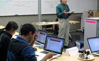 Đừng mang laptop tới lớp: Giáo sư Mỹ chứng minh ảnh hưởng xấu của công nghệ tới điểm số