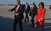 Ông Donald Trump tránh nắm tay vợ nơi công cộng và đây là lý do