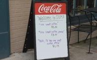 """Quán cà phê """"tính tiền dựa trên thái độ khách hàng"""": Trong kinh doanh, yêu cầu khách phải cư xử lịch sự là một sai lầm!"""