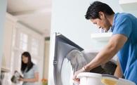 Đàn ông không phải cứ chăm giặt đồ cho vợ là tốt đâu! Khoa học nói rằng, bạn chỉ nên giặt giũ theo quy tắc này mà thôi