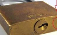 Sự thật: Mỗi ổ khóa đều có một cái lỗ siêu nhỏ. Chúng tồn tại để làm gì?