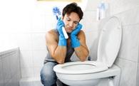 """Nghiên cứu mới: Đàn ông trên 30 tuổi chăm làm việc nhà thường yếu """"chuyện đó"""""""