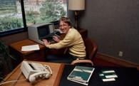 Bill Gates đã từng làm nhân viên trực tổng đài để hiểu công ty và khiến khách hàng hài lòng như thế nào?