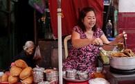 Chuyện cô Ba Sài Gòn có nụ cười giòn tan: Bán phá lấu 28 năm, nuôi 7 miệng ăn và mua nhà 3 tỷ