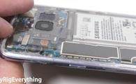 Có thể bạn không biết: Cạo lớp sơn bên trong vỏ của Galaxy S8 để biến thành smartphone trong suốt