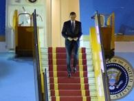 """Khoảnh khắc ông Obama rời Không lực một, lên """"quái thú"""""""