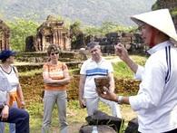 Lao động trong ngành du lịch Việt Nam đang kiếm tiền thua cả Lào